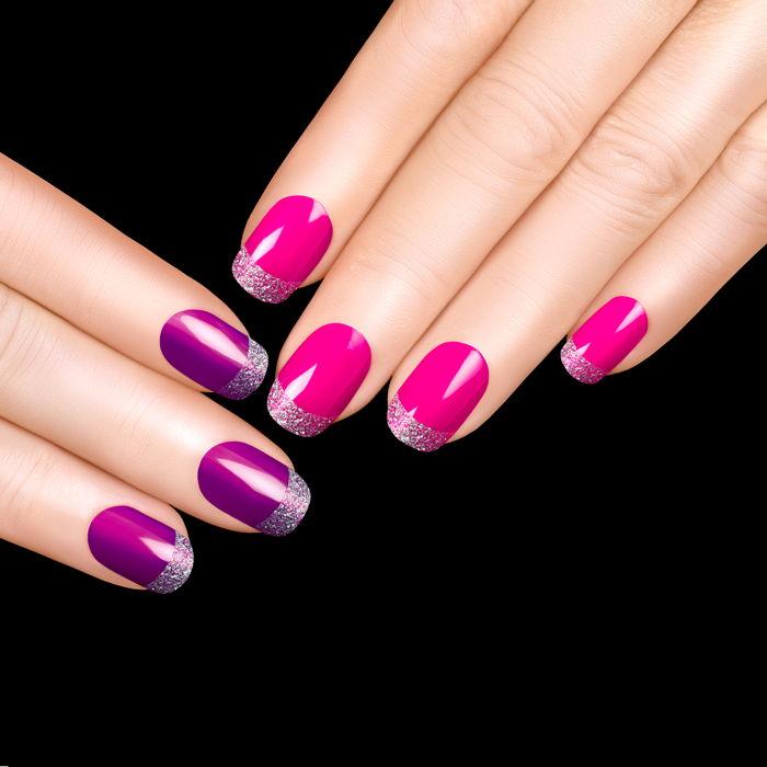 Manicure hybrydowy z fioletem i brokatem w parze