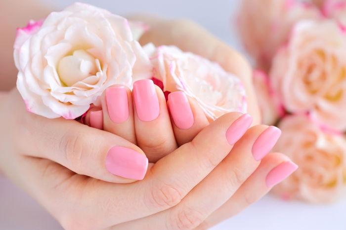 Paznokcie różowe monochromy