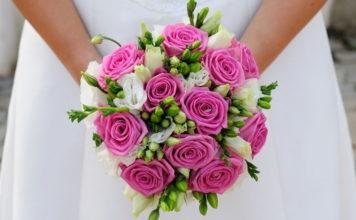 Klasyczne róże na ślubnym kobiercu, czyli o bukietach ślubnych słów kilka