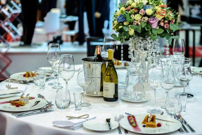 Czym kierować się przy wyborze sali weselnej w październiku?