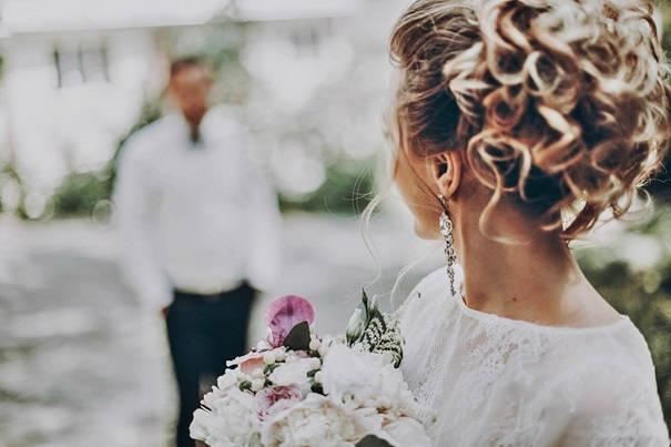 Jak dobrać biżuterię do sukni ślubnej?
